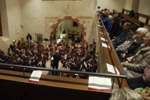 »Harmonie Leutesheim« bringt mit Advents-Kirchenkonzert weihnachtliche Stimmung
