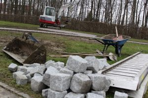 Read more about the article Bauarbeiten des Leutesheimer Rasen-Urnen-Grabfelds fast fertig