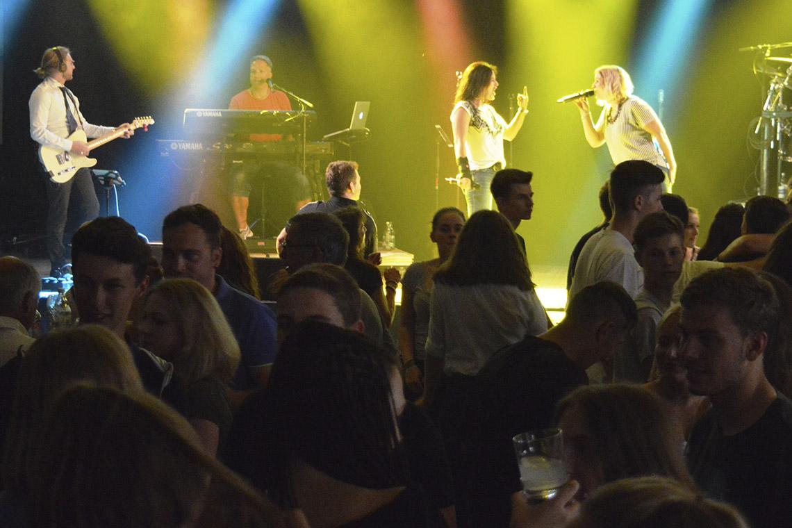 »SonRise« rockt Leutesheimer Sportfest-Partynacht