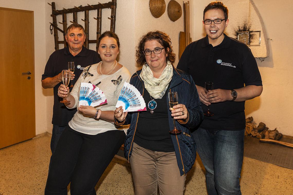 Joana Nesseler-Baas und Nicole Thorwarth sind die Jubiläums-Besucher von leutesheim.de