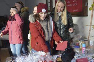 Guter Besuch beim Leutesheimer Adventsmarkt