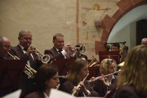 »Harmonie« spielte Adventsprogramm in der Leutesheimer Kirche